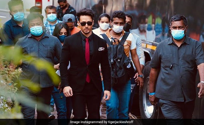 Tiger Shroff's Pic From Heropanti 2 Set Goes Viral; In The Comments, Mask Reminders