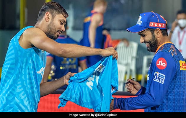 """""""Fanboy Moment"""": Rohit Signing Aveshs Jersey Is Epitome Of Sportsmanship"""