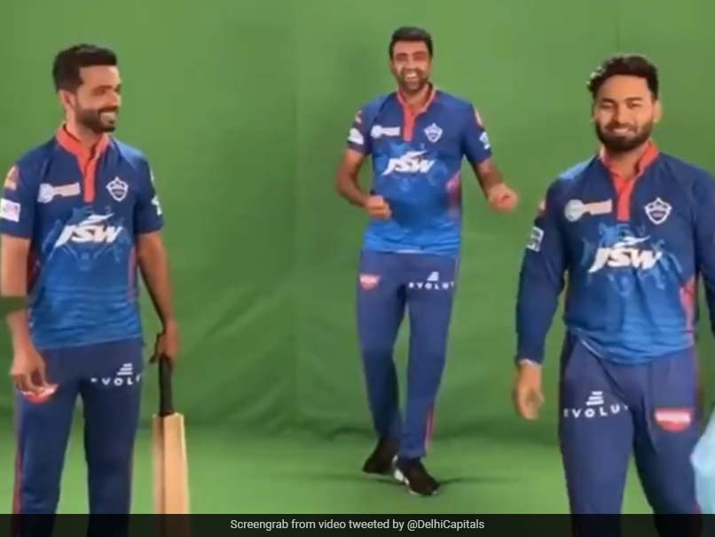"""IPL 2021: Rishabh Pant Plays """"Box Cricket"""" With DC Teammates With Special Mention To Shubman Gill. Watch"""