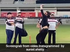 Suniel Shetty की 'गुगली' गेंद पर गच्चा खा गया बल्लेबाज, यूं थमाया कैच- देखें Video