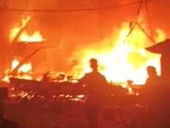दिल्ली के पंजाबी बाग में झुग्गियों में लगी भीषण आग, दमकल के वाहन पहुंचे