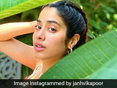 With Sunkissed Skin And Summer Florals, Janhvi Kapoor Makes Us Miss The Beaches
