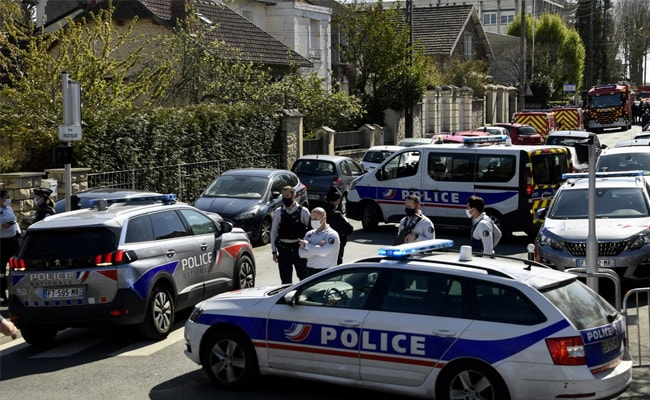 Police Employee Stabbed To Death At Station Near Paris