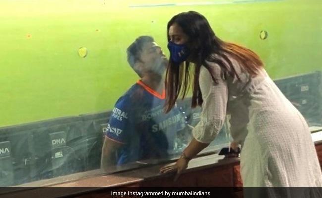 IPL 2021: RR से मिली जीत की खुशी में वाइफ को किस करने चले गए सूर्यकुुमार यादव, Photo ने जीता फैन्स का दिल