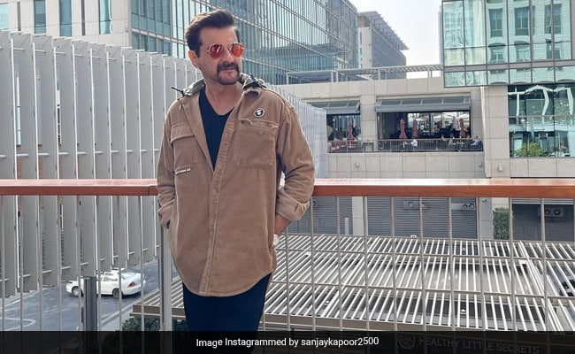 Sanjay Kapoor's Travel Pics Reviewed By Wife Maheep And Daughter Shanaya