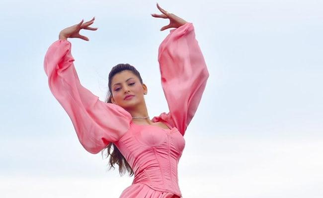 Urvashi Rautela Gracefully Aces The Ballet Act In Bhushan Kumar's Doob Gaye, Featuring Guru Randhawa
