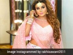 बिना मास्क सेल्फी लेने आया फैन तो भड़क उठीं Rakhi Sawant, बोलीं-'तुम्हारी वजह से मुंबई बंद...' देखें Video