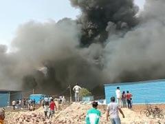 नोएडा में झुग्गियों में लगी भीषण आग, दो छोटे बच्चों की झुलसने से मौत