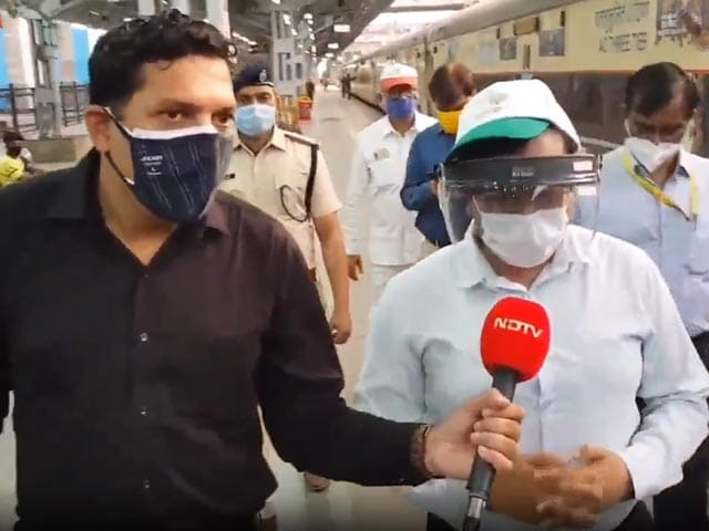 Video : Migrants Crowd Mumbai Stations, Extra Trains By Railways To Clear Rush