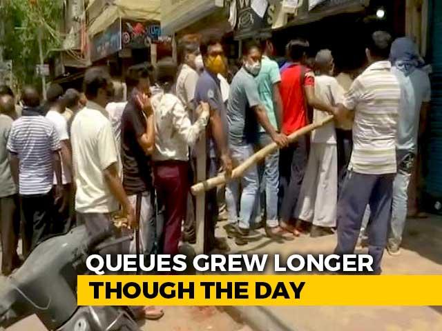 Video : Long Queues At Liquor Shops Ahead Of Delhi Lockdown; A Comment Goes Viral