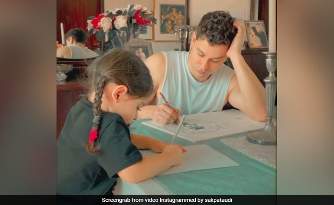 Kunal Kemmu And Daughter Inaaya Show You The Best Way To 'Kick Art' The Day