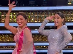 Madhuri Dixit Dancing To <I>Mera Piya Ghar Aaya</i> With Nora Fatehi Is A Whole Mood