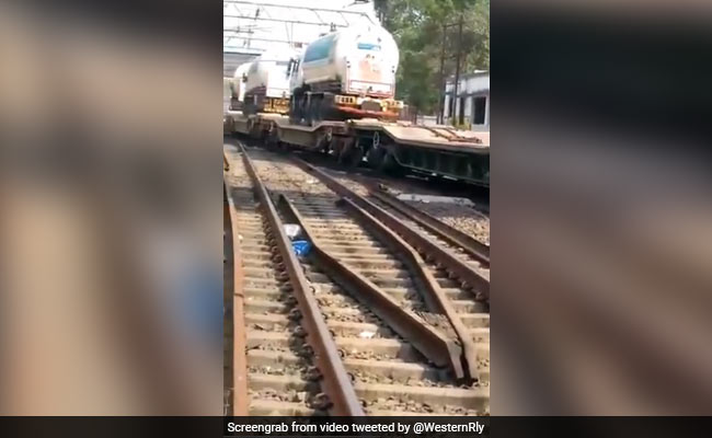 """""""Oxygen Express"""" With 3 Tankers Arrives In Maharashtra"""