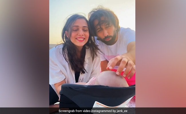 Nakuul Mehta And Jankee Parekh Singing The Cuppycake Song To Baby Son Is The Sweetest Thing You'll See Today