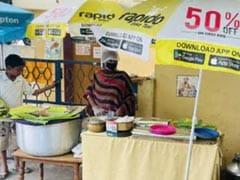 सड़क किनारे बिरयानी की दुकान लगाने वाली महिला ने जीता दिल, गरीबों को दे रही हैं मुफ्त भोजन