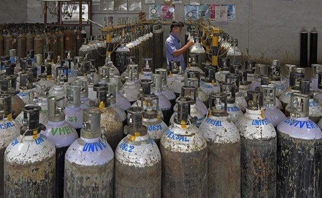 ''आप अपना समय लेते रहें और लोग मरते रहें'': ऑक्सीजन संकट पर HC की केंद्र को खरी-खरी, 10 बातें..