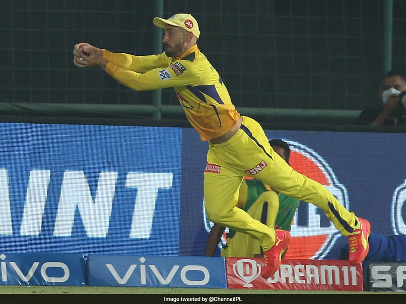 CSK vs SRH, IPL 2021: Faf Du Plessis Takes A Sensational Catch Flying In The Air To Dismiss Manish P.. - NDTVSports.com