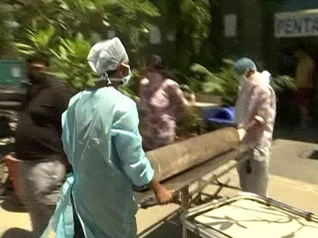 Video : In Delhi, Relatives Arrange For Oxygen Cylinders Because Hospitals Can't