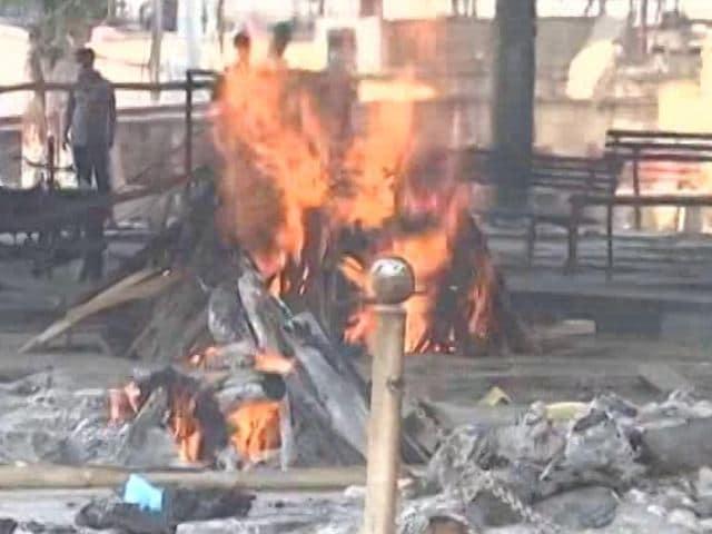 Video : As Deaths Rise, Pressure On Crematoriums, Graveyards