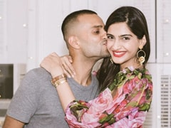 Sonam Kapoor Is Head Over Heels In Love With Husband Anand. Here's Proof