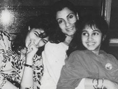 "Here's A ""Priceless"" Throwback Pic of Twinkle Khanna, Dimple Kapadia And Rinke Khanna"