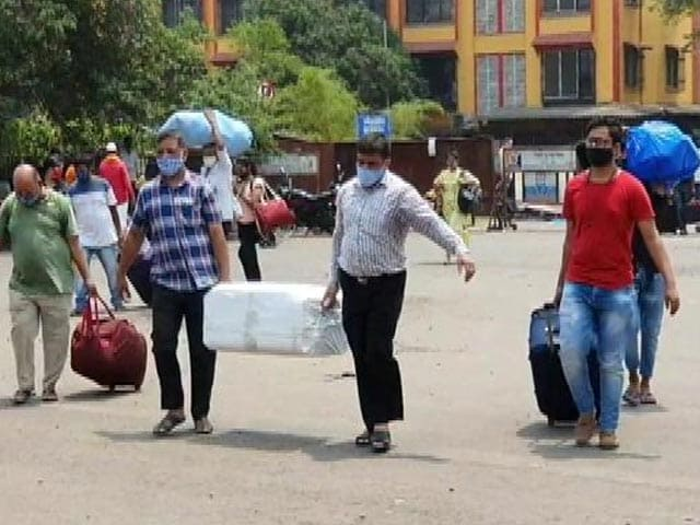 Video : As Migrants Crowd Mumbai Stations, Extra Trains to Clear Rush