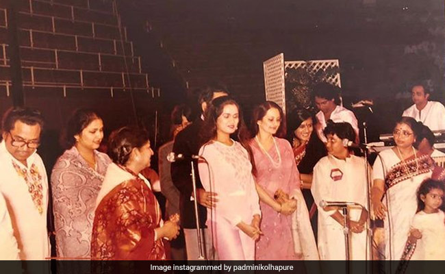 Lata Mangeshkar, Dilip Kumar To Saira Banu And Kishore Kumar: Count The 'Legends' In This Pic