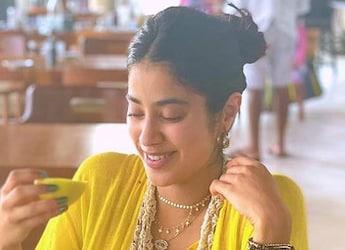 Janhvi Kapoor Joins 'Maldives Bandwagon'; Relishes Tropical Delights (See Pic)