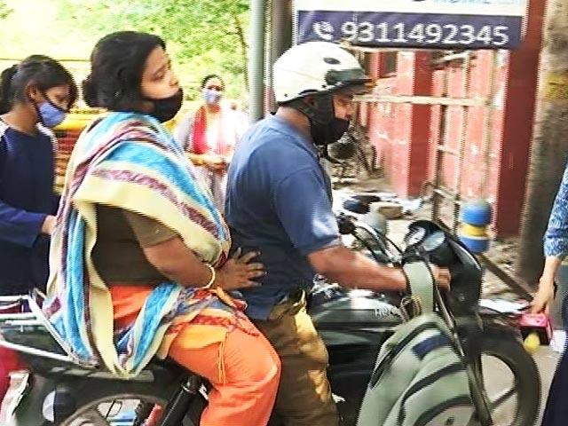 "Video : ""My Wife Will Die"": Man's Desperate Plea Outside Top Delhi Covid Hospital"