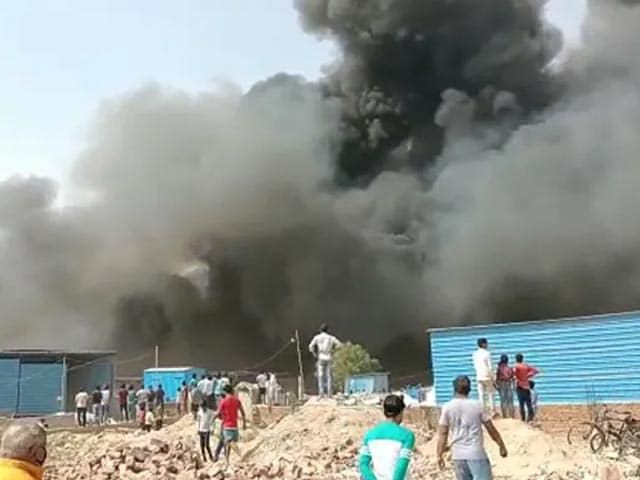 Video : 2 Children Dead In Fire In Noida, Nearly 150 Huts Caught In Flames