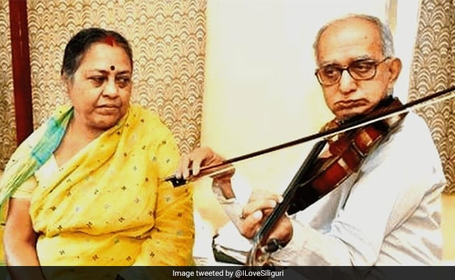 पत्नी के इलाज के लिए 17 साल तक सड़कों पर वायलन बजाता रहा बुजुर्ग, Viral Story ने जीता लोगों का दिल