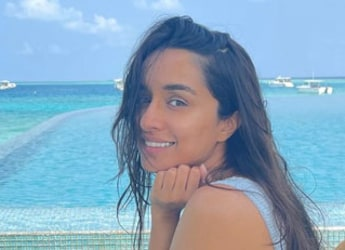 With Her Tropical Breakfast, Shraddha Kapoor Is Giving Healthy Eating Goals From Maldives