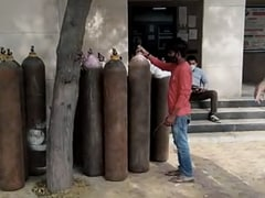 70 Cylinders Recovered After Raid At An Oxygen Refilling Centre In Delhi