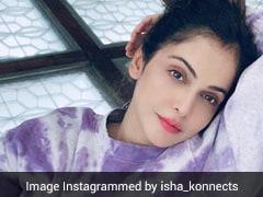 Make Your Weekend Chic Like Isha Koppikar In A Tie-Dye Sweatshirt