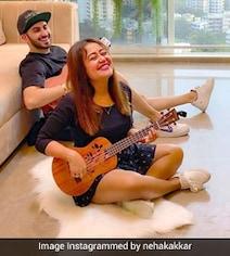 नेहा कक्कड़ ने पति रोहनप्रीत संग यूं बजाया गिटार, बोलीं- लॉकडाउन टाइम्स- देखें Photos
