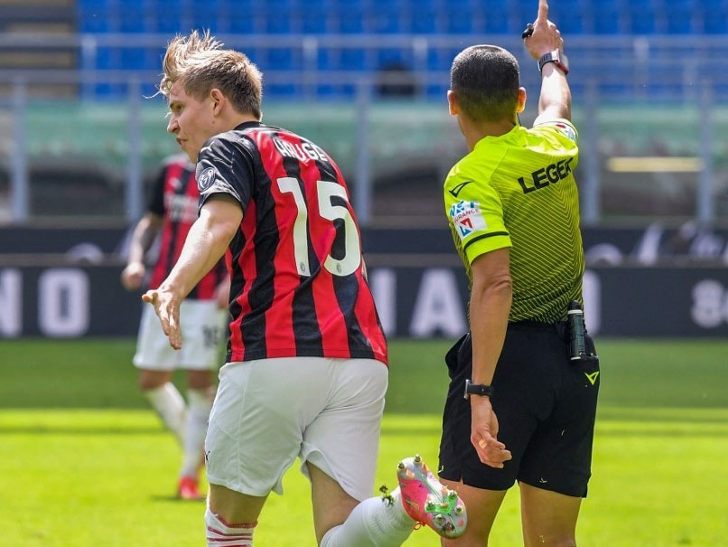 Serie A: AC Milan Lose Ground With Draw Against 10-Man Sampdoria