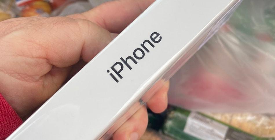 सेब ऑर्डर करने पर मुफ्त मिला 45 हज़ार का iPhone SE, जानें पूरा मामला