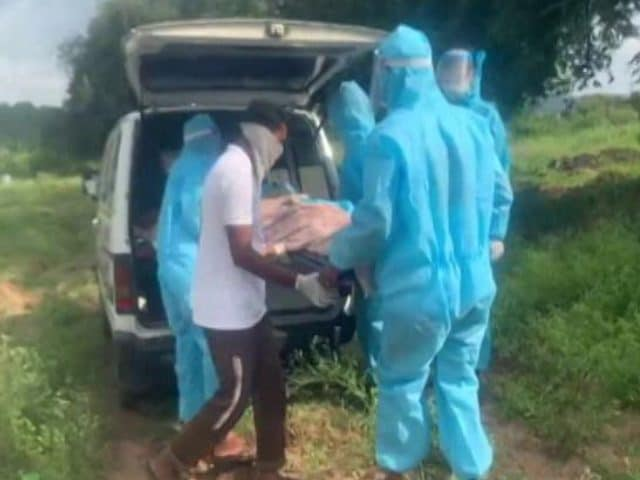 Video : Telangana Volunteers Help Covid Victims Get Dignified Farewell