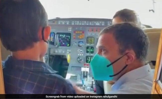 बच्चे ने राहुल गांधी से कहा- 'पायलट बनना है सपना', तो सांसद कॉकपिट में ले जाकर बोले, 'बताओ, क्या पूछना है' - देखें Video