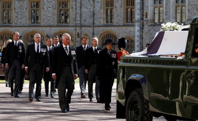Queen Elizabeth Leads UK In 1-Minute Silence At Prince Philip's Funeral