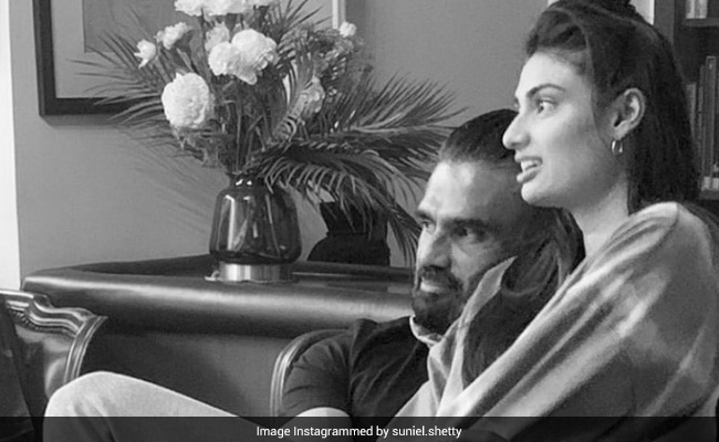 'I Loved Her First,' Writes Suniel Shetty On Pic With Daughter Athiya. Aww...