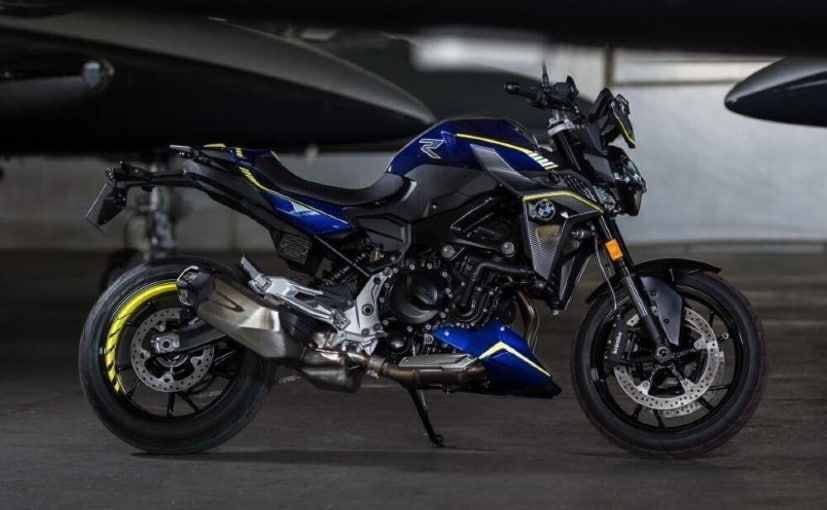 The BMW F 900 R Force edition is priced at 9,790 Euros, 900 Euros more than the standard model
