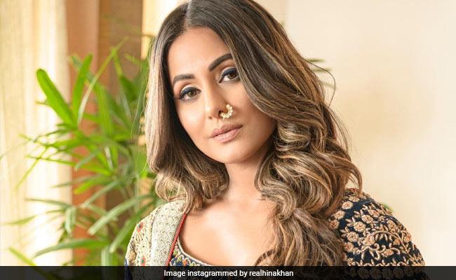 नीला लहंगा और नाक में नथ पहने Hina Khan ने शेयर की Photos, एक्ट्रेस का ट्रेडिनशल लुक हुआ वायरल