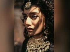 प्रिया प्रकाश वारियर का लेटेस्ट फोटोशूट हुआ वायरल, इस अंदाज में नजर आईं एक्ट्रेस- देखें Photos