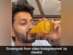 Riteish Deshmukh से शख्स ने पूछा 'सुबह लेट उठने पर खाने में क्या मिलता है' तो एक्टर बोले- चप्पल, देखें Video
