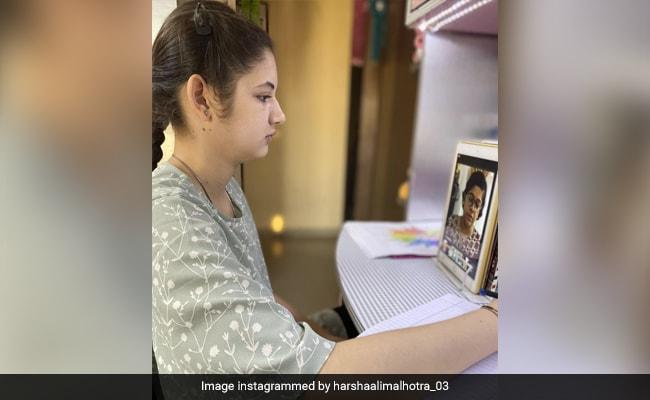 बजरंगी भाईजान की मुन्नी ने ली ऑनलाइन क्लास, Photo शेयर कर बोलीं- 8वीं कक्षा में पहुंच गई, लेकिन...