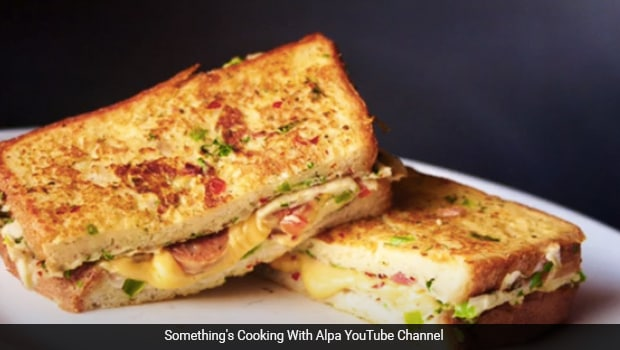 Watch: This 5-Min Cheesy Egg Toast Recipe Will Never Let You Give Breakfast A Miss