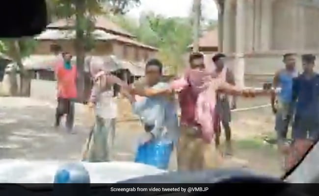 'Trinamool Goons Attacked My Convoy,' Alleges Union Minister, Posts Video