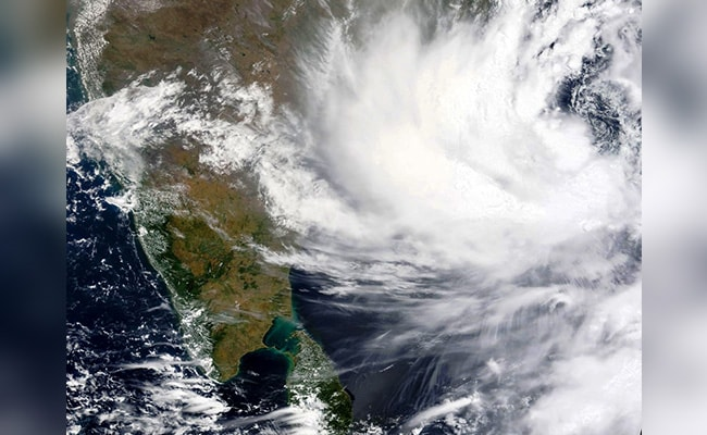 Cyclone 'Yas' may reach Jharkhand by midnight on Wednesday, rains continue in most places