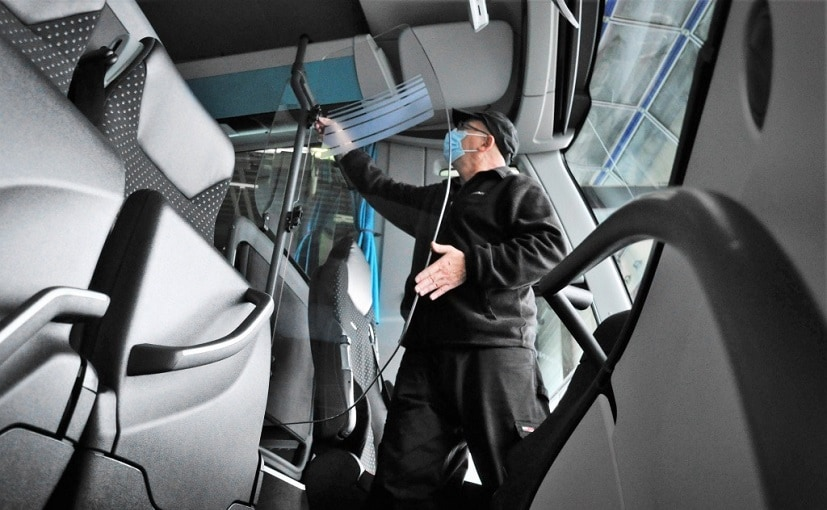 The fully glazed partition walls are available for new vehicles and as retrofit solutions.